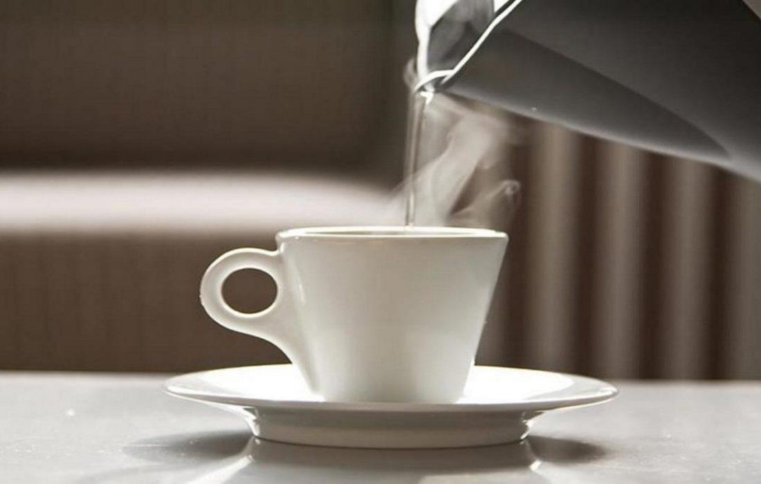 نوشیدن آب گرم ناشتا معجزه می کند